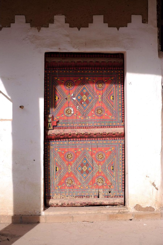الأبواب والنوافذ القديمة جمال معماري يحكي تاريخا عريقا